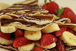 Cách làm đồ ăn vặt tại nhà với món bánh crepe nhân hoa quả thơm ngon