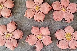 Mang cả mùa xuân vào trong căn bếp nhà bạn với bánh hoa anh đào - món ăn nhẹ dễ làm hình thức đẹp