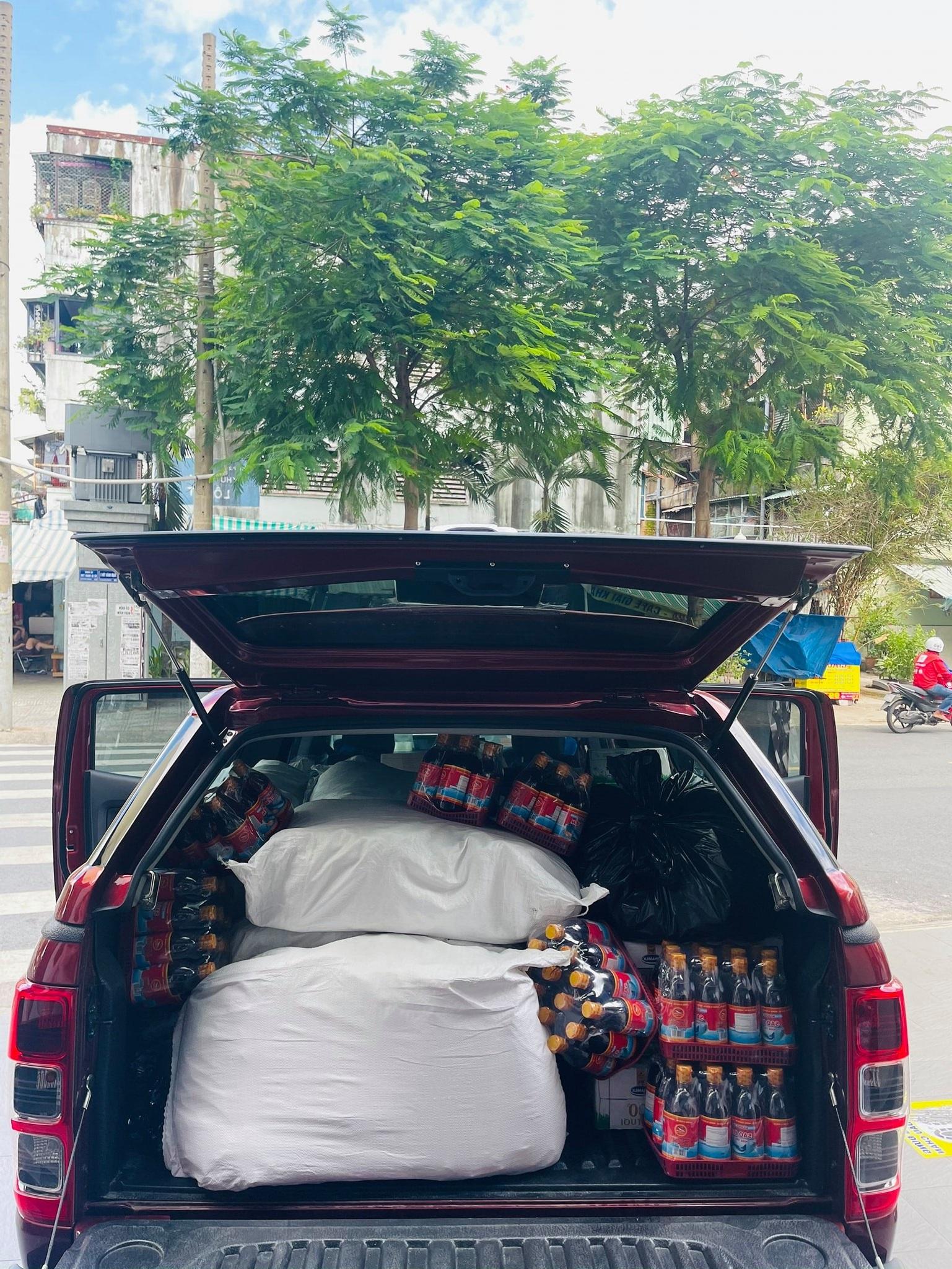 đồ cứu trợ của Việt Hương