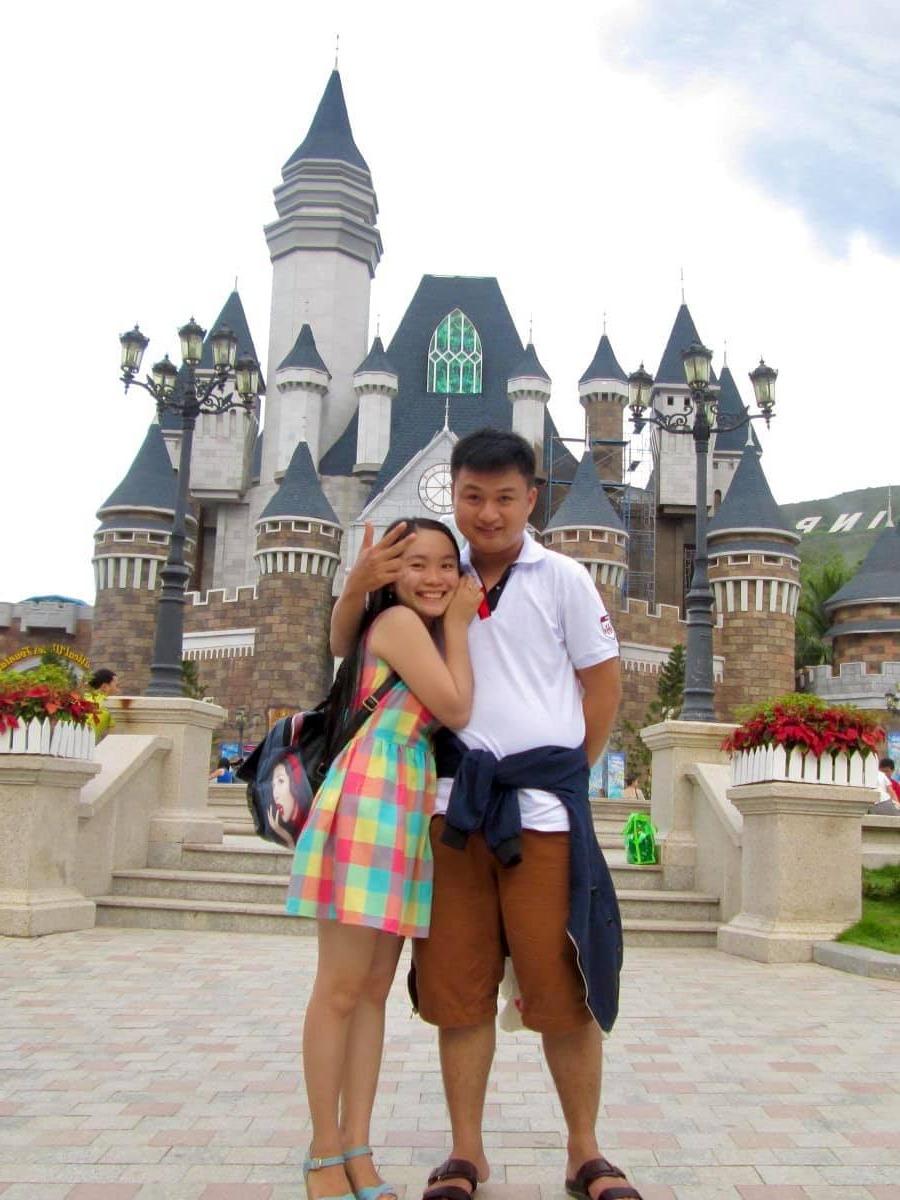 Cặp vợ chồng yêu nhau từ năm 17 tuổi cùng đi du lịch khắp nơi