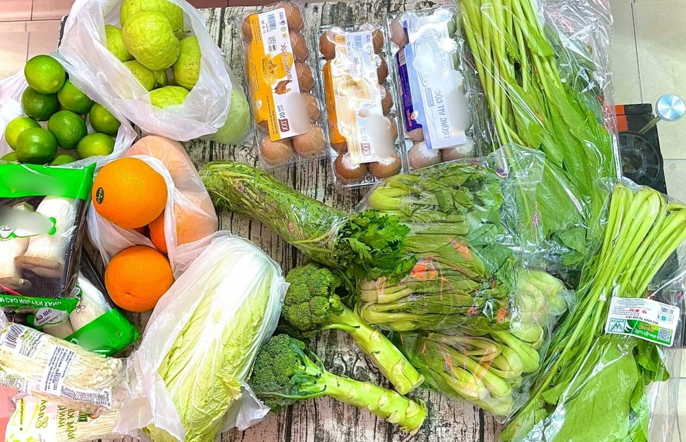 Phương Mỹ Chi được H'Hen Niê tiếp tế lương thực mùa dịch