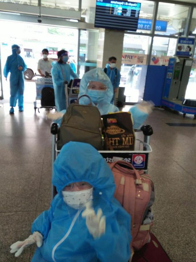 Mạnh thường quân Quảng Nam bao trọn 2 máy bay đưa bà con đồng hương về quê