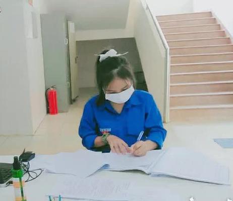 Hai cô nữ sinh trẻ góp sức trẻ giúp tuyến đầu chống dịch