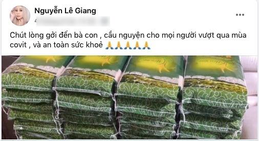 Duy Phước thay mẹ Lê Giang gõ cửa từng nhà gửi tiền hỗ trợ người dân mùa dịch