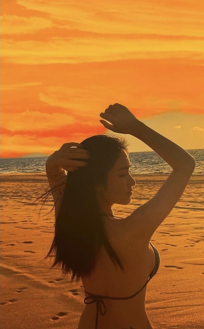 hình ảnh nóng bỏng của Hòa Minzy