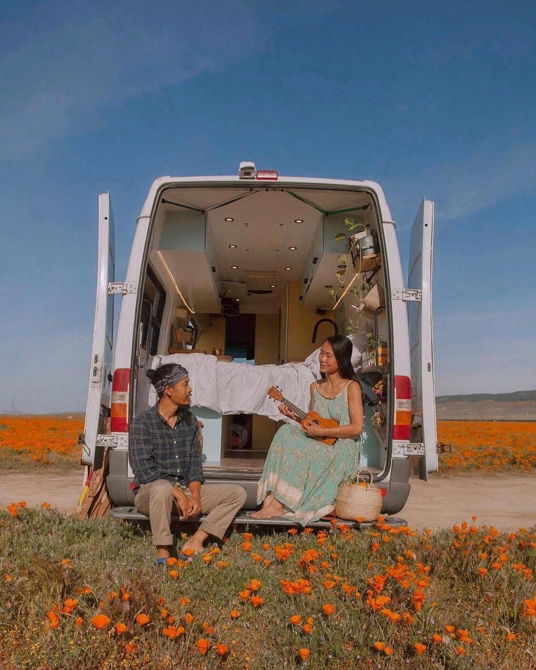"""Cặp vợ chồng Việt và hành trình đi khắp xứ Cờ hoa bằng """"ngôi nhà di động"""""""