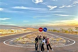 """Còn trẻ thì nhất định phải rủ hội bạn thân du lịch Mũi Né 1 lần trong đời, tận hưởng cảm giác """"phượt sa mạc"""" cực chất"""