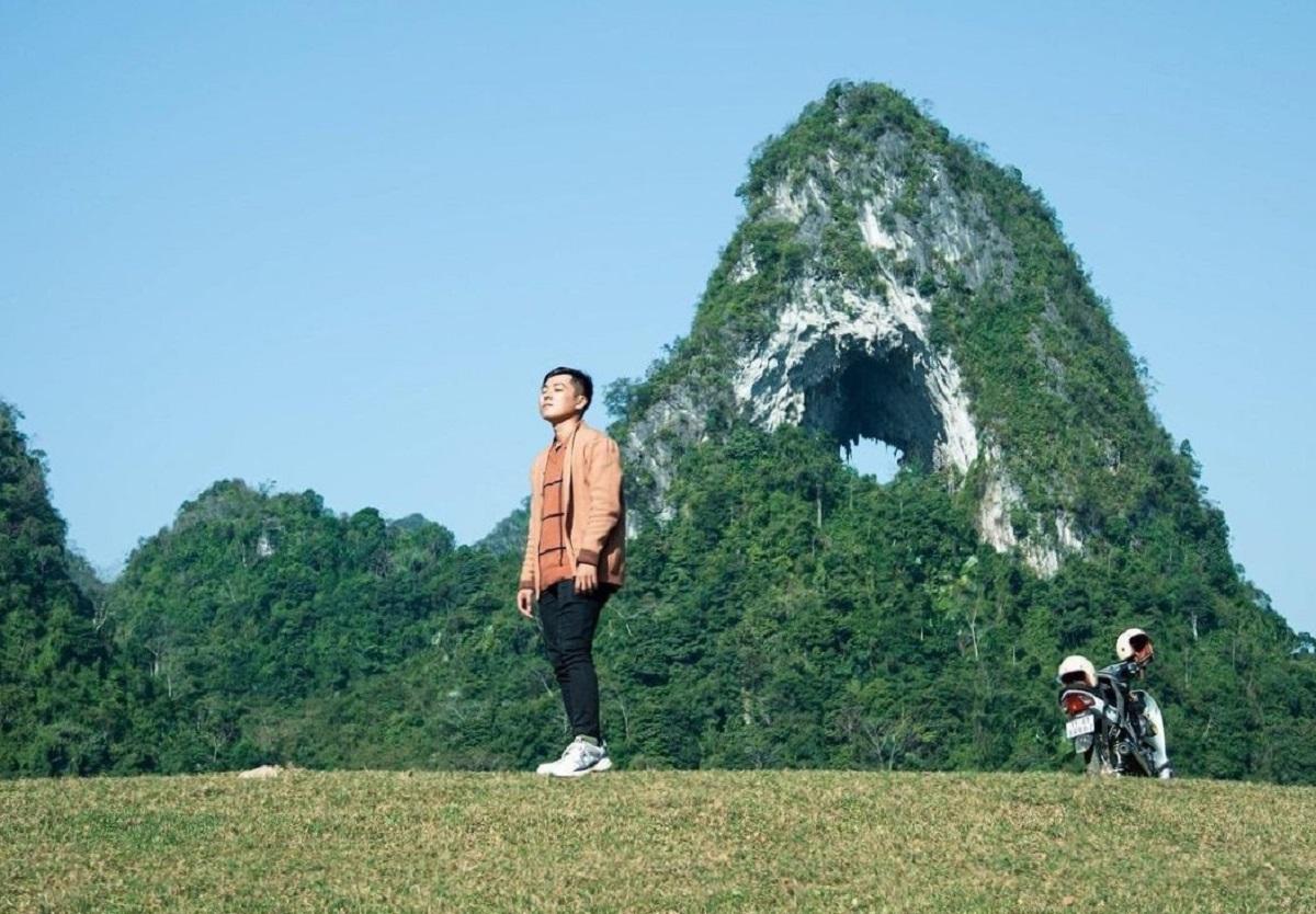 khám phá núi Mắt Thần