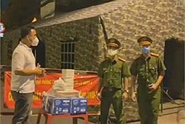 Chuyến đi đầy tâm sự: Nửa đêm, Quyền Linh đi khắp Sài Gòn thăm các chiến sĩ ở các chốt tuyến đầu
