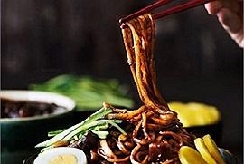 Cách làm mì tương đen Hàn Quốc chuẩn vị, full topping ăn kèm đúng điệu