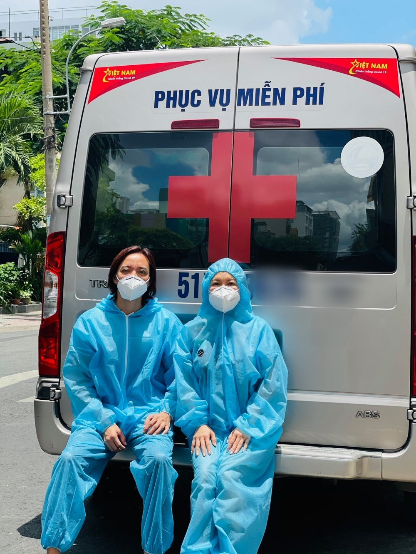 Việt Hương chi 300 triệu mua chiếc xe cứu thương thứ 4 cho bệnh nhân