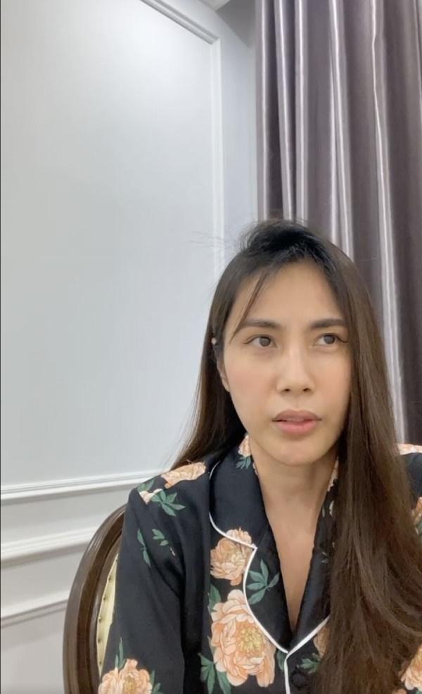 Thủy Tiên livestream