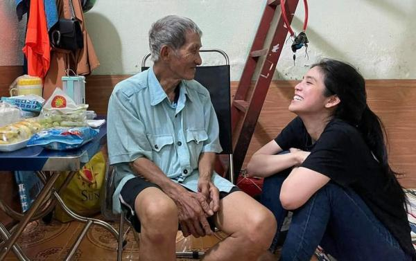 """Cô gái với tên gọi """"cô tiên"""": không nổi tiếng vì nhan sắc mà vì những hành trình giúp đỡ người nghèo khắp Sài Gòn"""