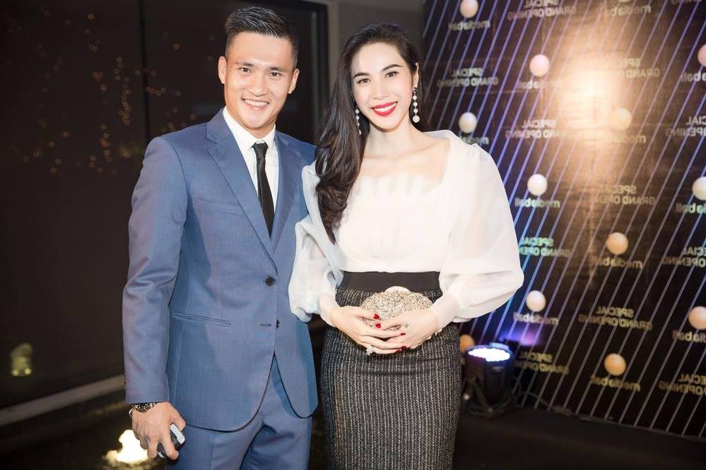 Cặp vợ chồng hot nhất nhì showbiz Việt