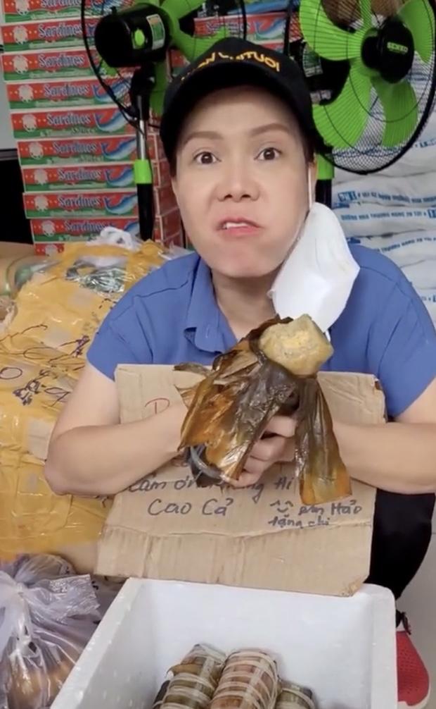 Việt Hương hứa tặng lại 1 tấn gạo mới thay gạo bị mốc