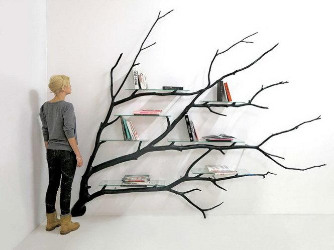 giá sách sử dụng gỗ vén để trang trí tường