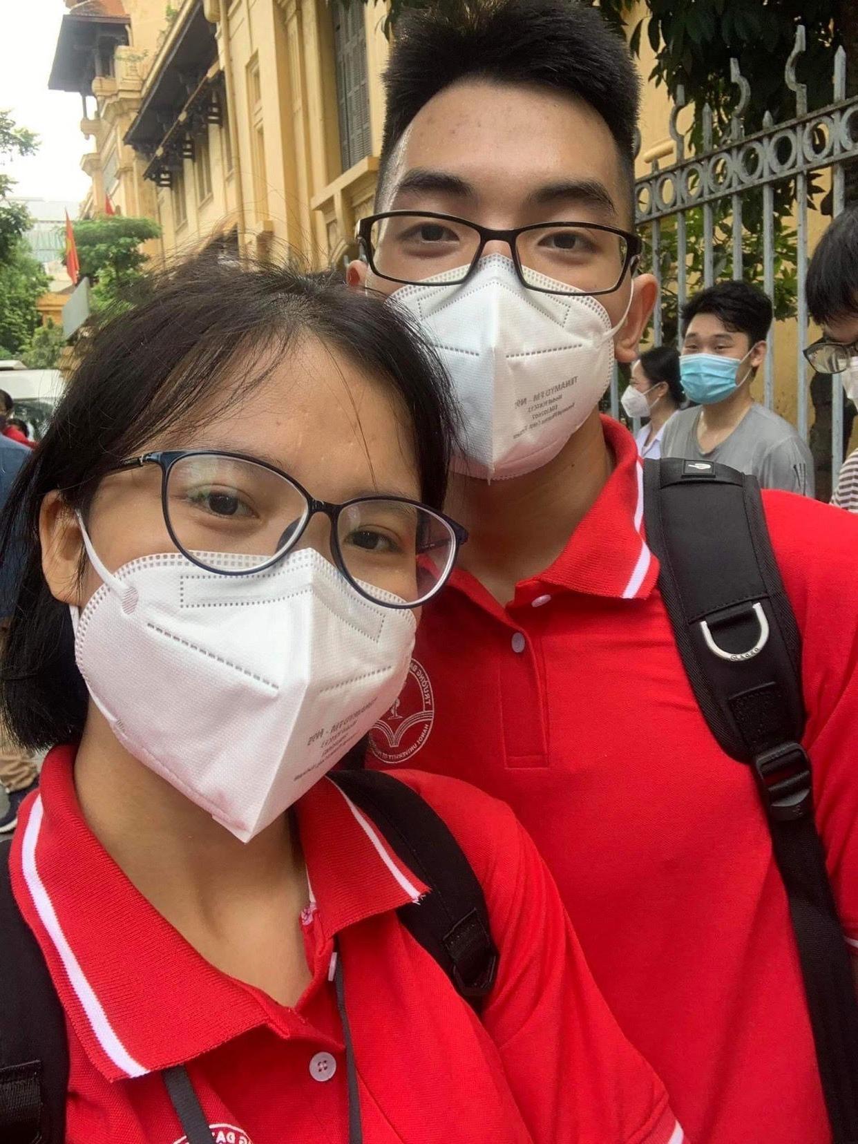 Cặp đôi nắm tay nhau vào Sài Gòn chống dịch, hẹn nhau về trước khi Hà Nội vào đông