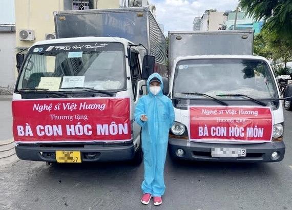Vợ chồng Việt Hương rất tích cực làm thiện nguyện từ đầu mùa dịch đến nay