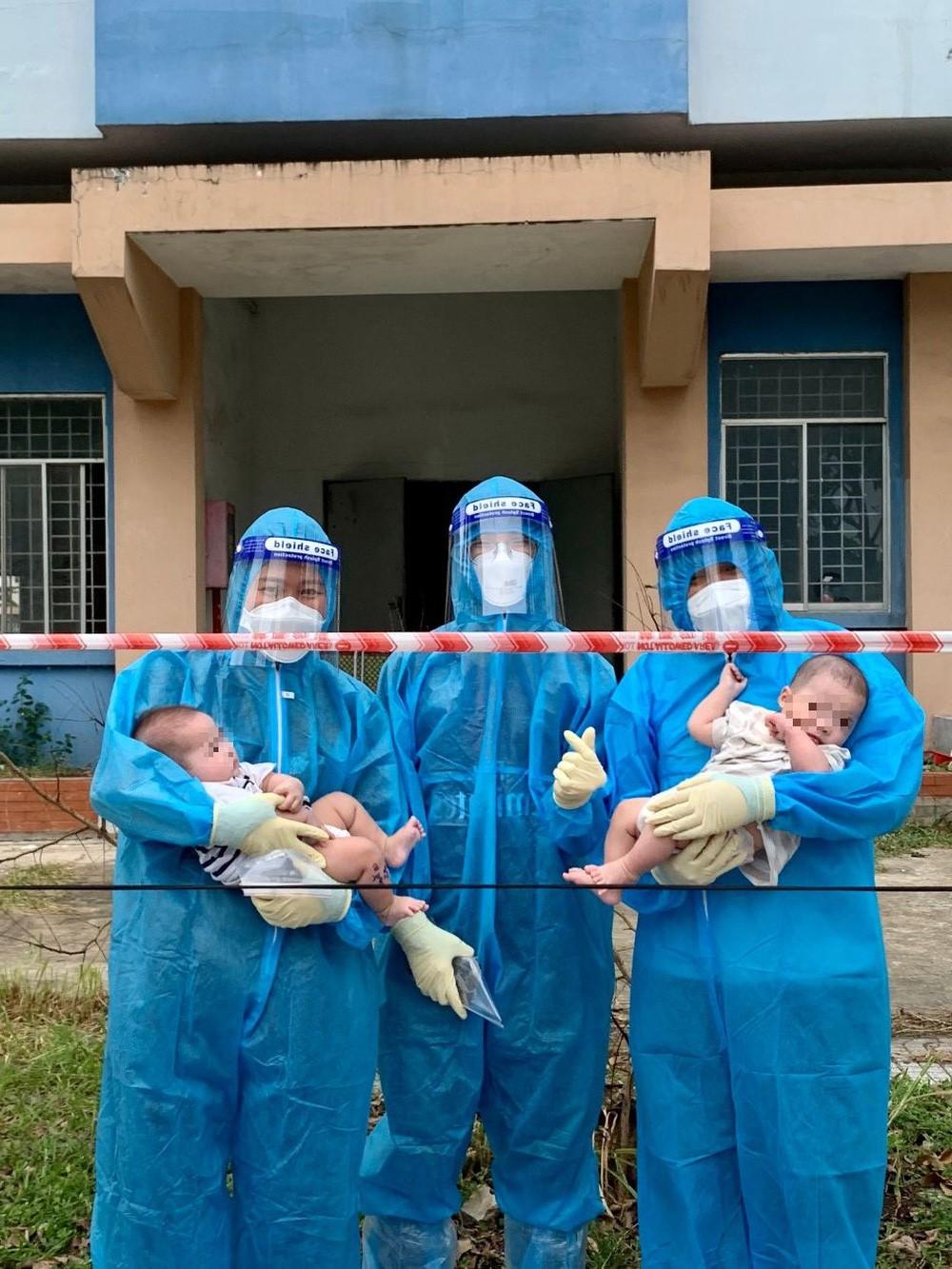 Hai em bé sơ sinh F0 bị bỏ rơi được các y bác sĩ, tình nguyện viên che chở, chăm sóc tận tình