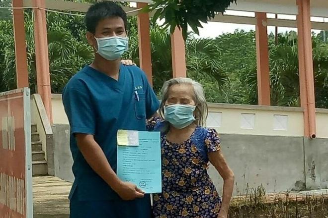 Cụ bà 84 tuổi bị tắc nghẽn phổi mãn tính vẫn chiến thắng Covid-19 một cách ngoạn mục