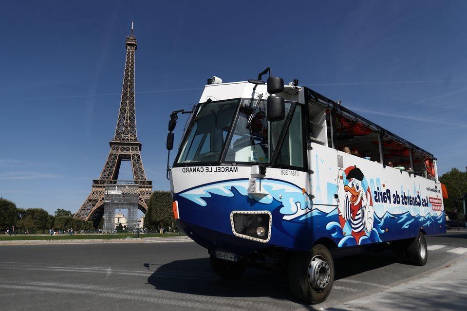 xe buýt lao xuống sông ở Pháp