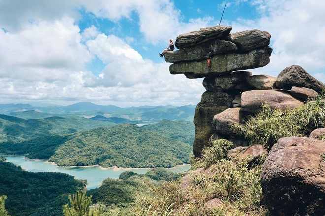 Núi Đá Chồng Quảng Ninh