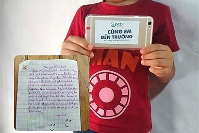 Nhận được điện thoại để học online từ cô bé 7 tuổi, cậu bé ở xóm nổi sông Hồng viết lá thư cám ơn đầy xúc động