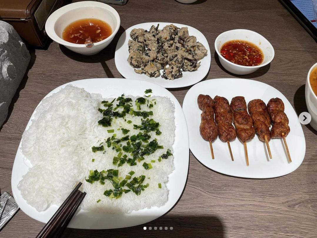 Hariwon nấu ăn dở tệ còn Trấn Thành thì nấu hàng loạt món ngon