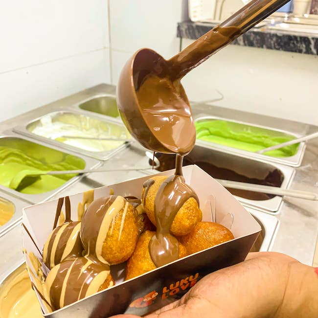 Hot hòn họt món bánh rán Hy Lạp ngập sốt lần đầu tiên xuất hiện ở Hà Nội