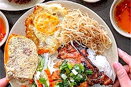 Đổi món bữa trưa, dân văn phòng gọi ngay cơm tấm sườn bì chả ship khắp Hà Nội