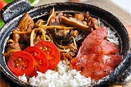 """Cuối tuần """"bày vẽ"""" bữa trưa bữa Cơm niêu Singapore cháy vàng rụm"""