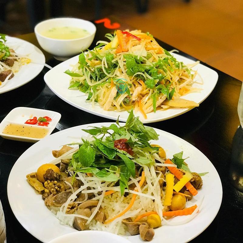 Thèm cơm gà tứ phương không thể bỏ lỡ những quán ăn nổi tiếng này