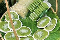 Đầu thu tháng 10, theo chân những gánh hàng rong nồng nàn vị cốm để thưởng thức món ăn đặc sản Hà Nội
