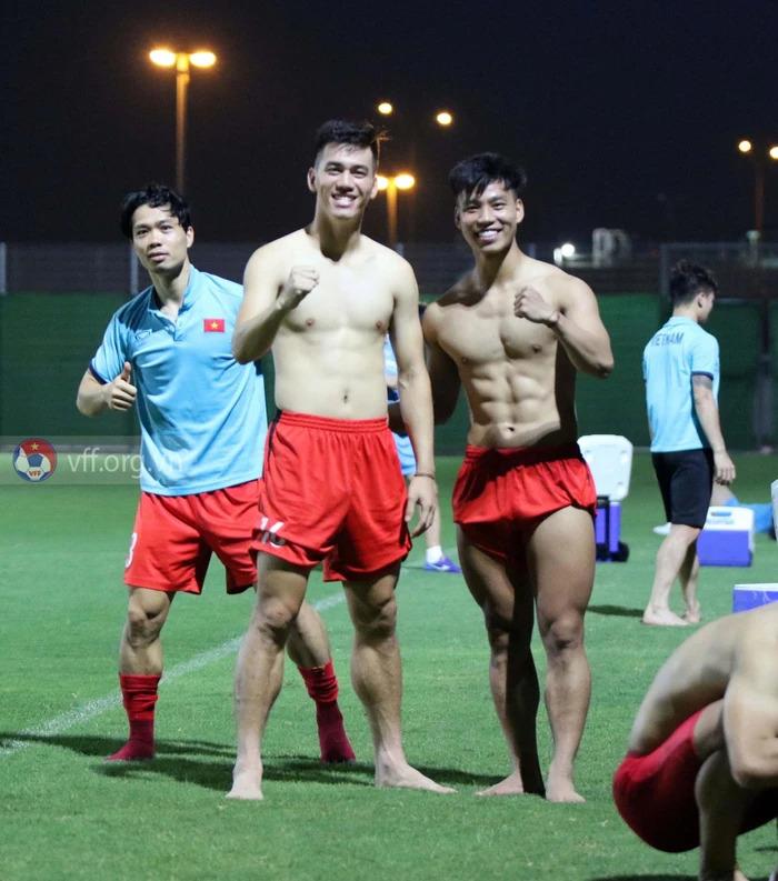 Văn Thanh và Tiến Linh đọ cơ bắp cuồn cuộn trước trận Trung Quốc tối nay