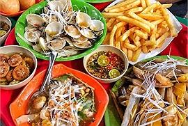 Series quán ăn vặt nổi tiếng nằm ngay gần trường đại học Ngoại Thương nhưng thu hút sinh viên từ khắp Hà Nội