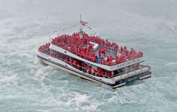 tour du lịch tại thác Niagara
