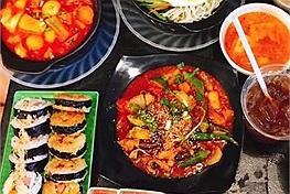 """Không chỉ hấp dẫn du khách, người dân Đà thành cũng """"phát nghiện"""" với những quán ăn vặt ngon ở Đà Nẵng"""